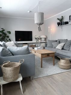 Save A Fortune With These Interior Design Tips Beautiful Interior Design, Interior Design Tips, Apartment Makeover, Decorating With Pictures, Home Living Room, Adjustable Beds, Home Fashion, Room Decor, New Homes