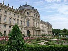 Residencia de Wurzburgo con los Jardines de la Corte y Plaza de la Residencia
