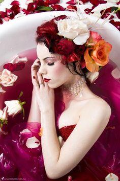 Bath / Petals / Flora / Hair / Red