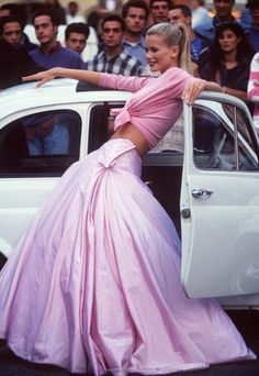 "supermodelgif: Claudia Schiffer posing for a Vogue editorial ""Roman Holiday""."