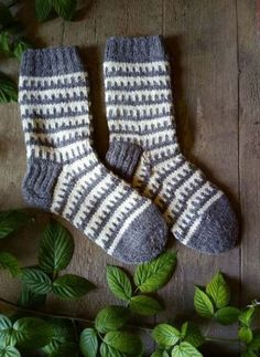 Hand knit mens socks gift socks for men groomsmen wool knitted socks unisex socks handmade best man socks dad warm socks Sweater Knitting Patterns, Knitting Charts, Knitting Socks, Knitting Ideas, Knitting Baby Girl, Diy For Men, Warm Socks, Patterned Socks, Crochet Gifts