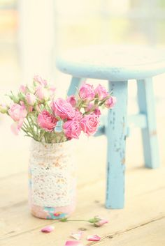 #Shabby chic stool ... and pink roses #pink #roses