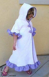 Tutorial: Ruffled kimono swim cover-up for little girls - hooded towel Dress Tutorials, Sewing Tutorials, Sewing Projects, Sewing For Kids, Baby Sewing, Kimono Swim Cover Up, Swimsuit Cover, Ruffle Swimsuit, Towel Dress