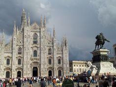 Duomo di Milano, facade and Vittorio Emanuele the 2nd monument. MilanoArte