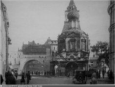 Фотография - Владимирские ворота Китай-города и Церковь Владимирской иконы Божьей матери - снимок сделан между 1932-1934 годами (направление съемки — северо-восток)