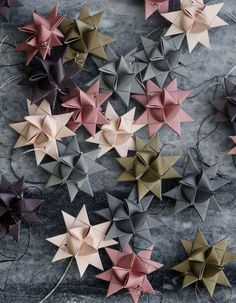 5 pointed origami star Christmas ornaments - step by step instructions Noel Christmas, Winter Christmas, Christmas Paper, Origami Christmas, Oragami Christmas Ornaments, Paper Ornaments, Origami Ornaments, Christmas Tables, Christmas Ideas