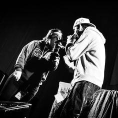 Lo que se siente en un escenario es indescriptible por eso llevamos años recorriendo varios países disfrutando de cada escenario que pisamos y seguiremos haciéndolo durante mucho tiempo todavía quedan muchos países que visitar y mucho que aprender pero estamos en el camino.  La foto nos la hizo Carlos Palomino en el escenario principal de la Fiesta de la Música 2013 en Lima (Perú). http://ift.tt/19ngKud  #nacidosdelatierra #gira #fetedelamusic #fiestadelamusica #rap #hiphop #lima #perú…