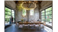 violettedescabbages:  http://www.remodelista.com/posts/10-greenery-draped-chandeliers-holiday-edition?utm_source=gardenista&utm_medium=pubexchange