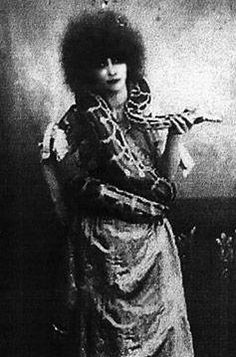 Marquesa Luisa Casati -  Rich Italian Heiress- She broke the rules and we are still facinated about her: http://en.wikipedia.org/wiki/Luisa_Casati