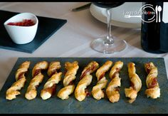 cheese and ham straws Homemade Butterfingers, Cheese Twists, Ham And Cheese, Pretzel Bites, Great Recipes, Sushi, Good Food, Food And Drink, Pork