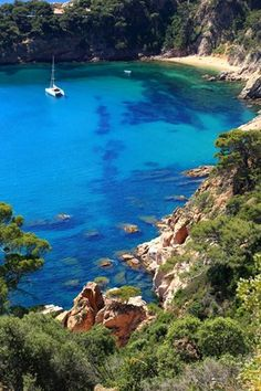View of the coast from the panoramic road to Sant Feliu de Guixols, Empordà Catalonia - Can't wait to see the real thing! Vacation Destinations, Dream Vacations, Mediterranean Paintings, Places Around The World, Around The Worlds, World Of Color, Spain Travel, The Good Place, Maps