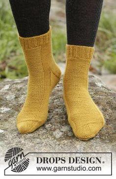 Супер простые классические носки, связанные на спицах для женщин из тонкой носочной пряжи горичного цвета. Вязание носков осуществляется традиционным...