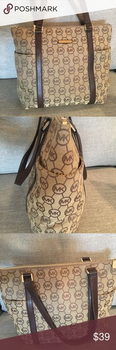 🌺 Michael KORS bag - Brown & tan! 🌼 Gently used Michael KORS purse. Straps are perfect.  Hate to see it go, but I'm clearing out my closets & I know that someone out there would love this bag! Michael Kors Bags Shoulder Bags