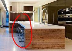 diseo de isla en cocina que permite guardar las sillas al margen