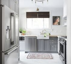 5 of Our All-Time Favorite IKEA Kitchens. Looking for ideas for cabinets for a remodel? You don't have to go custom. These budget friendly redesigns are all based on IKEA. Ikea Kitchen Cabinets, Kitchen Countertops, Gray Cabinets, Concrete Countertops, Kitchen Floors, Tv Cabinets, Beautiful Kitchens, Cool Kitchens, Ikea Kitchens
