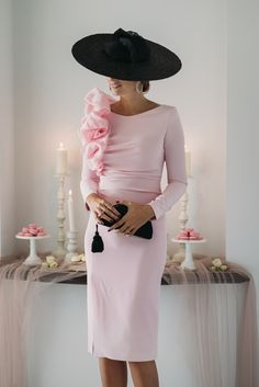 Discover recipes, home ideas, style inspiration and other ideas to try. Mob Dresses, Bride Dresses, Satin Dresses, Races Fashion, Classy Outfits, Elegant Dresses, Dress Outfits, Evening Dresses, Fashion Looks