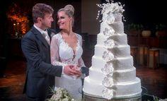 Noivo | Noiva | Bride | Groom | Mr & Mrs | Inesquecível Casamento | Casmento | Wedding | Bolo de casamento branco | Bolo Branco | Doces de casamento | Bolo clássico | Cake | Wedding Cake