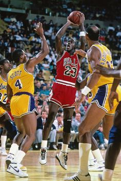 INGLEWOOD, CA - CIRCA 1987: Michael Jordan #23 of the Chicago Bulls shoots against Byron Scott #4 of the Los Angeles Lakers circa 1987 at the Great Western Forum in Inglewood, California. NOTE TO USER: User expressly acknowledges and agrees that, by downloading and or using this photograph, User is consenting to the terms and conditions of the Getty Images License Agreement. Mandatory Copyright Notice: Copyright 1987 NBAE (Photo by Andrew D. Bernstein/NBAE via Getty Images)