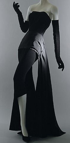 Dior 1949...this is just so gorgeous, I would wear this now....IF I had the sort…