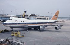 SAL Combi Helderberg stort in see Boeing Aircraft, Passenger Aircraft, Airbus A380, South African Air Force, Historical Photos, Vintage Advertisements, Aviation, Airplanes, Vintage Airline