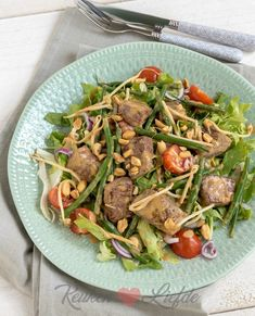 Salade biefstuk Bali van Loetje Camping Meals, Daily Meals, Junk Food, Healthy Recipes, Cooking Recipes, Steak, Happy Foods, Balinese, Beef