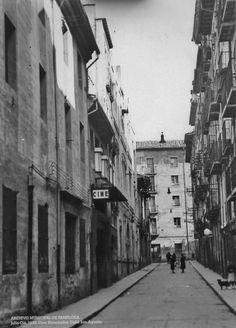 1936.Calle San Agustín,al fondo Tejería. Pamplona, City, Twitter, Antique Photos, Street, Buildings, Cities, Old Photography, Fotografia