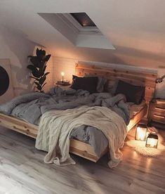 Home Interior Design This beautiful, cosy Scandinavian style bedroom. Home Interior Design This beautiful, cosy Scandinavian style bedroom. Dream Rooms, Dream Bedroom, Master Bedroom, Attic Bedroom Decor, Attic Bathroom, Small Attic Bedrooms, Bedroom Inspo, Huge Bedrooms, Pretty Bedroom