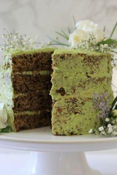 Have your tea, and eat it, too. This jasmine green tea cake with raspberry jam has jasmine tea infused cake, with matcha flavored buttercream. Apple Tea Cake, Cinnamon Tea Cake, Lemon Tea Cake, Green Tea Detox, Green Tea Smoothie, Easy Cake Recipes, Easy Desserts, Dessert Recipes, Tea Recipes