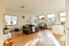 prachtig in 2011 geheel gerenoveerd 3 kamer appartement van ca 78m2 gelegen op eigen