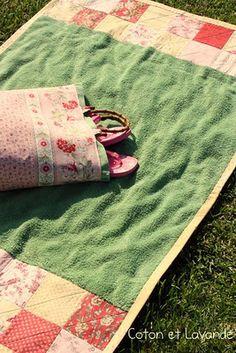 Toalla y bolso de playa