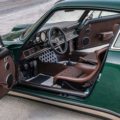 Lauf commission specifications: Exterior: Porsche Irish Green with touring trim and raised gold decklid badging Interior: Dark Brown with light contrast brown stitching Engine: with titanium sports exhaust Transmission: Brakes: Carbon ceramic Porsche Classic, Classic Cars, Classic Style, Porsche Panamera, Singer Porsche, Vintage Porsche, Vintage Cars, Retro Vintage, Carros Lamborghini