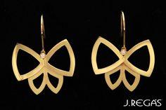Brinco Borboletas Vazadas em Ouro Amarelo 18K Polido e Fosco com Brilhante por J. Regás www.jregas.com.br