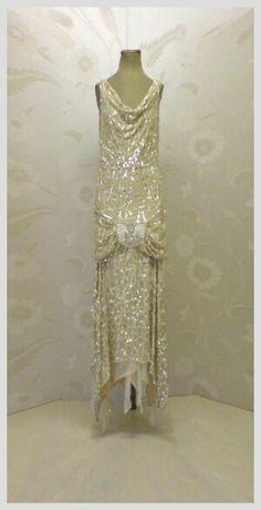 Art deco fashion vintage flapper dress, vintage gowns, vintage outfits, f. Vintage Flapper Dress, Vintage Gowns, Vintage Clothing, Flapper Dresses, 1920s Flapper, 1920s Dress, Gatsby Dress, 1920s Fashion Dresses, Dress Fashion