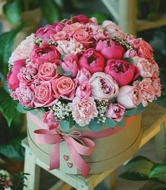 New ideas birthday flowers bouquet beautiful roses floral arrangements Amazing Flowers, Beautiful Roses, Beautiful Flowers, Rosen Arrangements, Floral Arrangements, Deco Floral, Flower Boxes, Boquette Flowers, Carnations