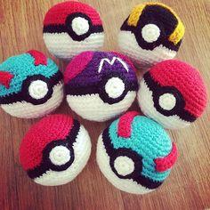 PokemonGo! CrochetGo! : how to crochet a Great Ball ! - free pattern   MyLittleCuteAmis - Amigurumi and crochet blog with free patternsMyLitt