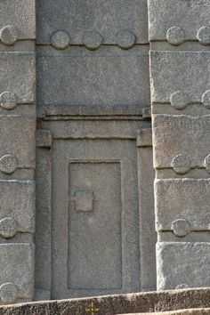 The Stele of Axum - stands 24 metres tall and has a door +10 storeys and weighs approximately 160 tonnes.Like many obelisks from Egypt, crafted from one single piece of stone and therefore can also be referred to as examples of monolithic madness.