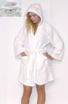 Sz.L NWT!!! = = HELLO KITTY SUPER PLUSH Hoodie Robe! ^./_.^