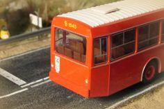 Autobús Pegaso EMT. Escala H0.