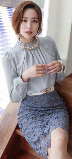 StyleOnme_Scallop Trim Floral Lace H-Line Skirt #floral #lace #feminine #pencilskirt #koreanfashion #kstyle #springtrend #chic #seoul #dailylook