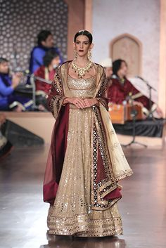 Reynu Taandon - Amazon India Couture Week 2015