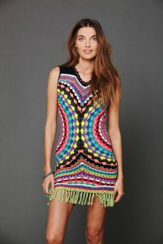 This colorful crochet dress stole my gypsy heart ♥ I must find time to make it but with sleeves ♥LCPW-MRS♥ Without diagram, but by looking at it and with these wonderful pictures it can be made ---- Crochetemoda: Crochet - Vestido Colorido