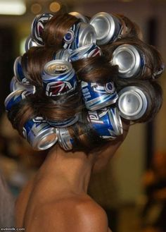 To create large curls: wrap your hair around tin cans and then blow dry. the cans get hot as you blow dry your hair. White Trash Bash, White Trash Party Outfits, White Trash Costume, Pop Cans, Bobe, Tips Belleza, Curlers, Blow Dry, Hair Dos
