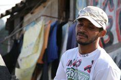 Presento a Vitor nuestro productor comunitario en Favela #SantaMarta #RioJaneiro #Brasil #EnLaTierraDelPapa (vía @rolandoteleSUR)