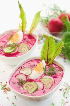 The combination of oranges and beets have become popular in salads, so why not in soup? Chilled Orange Beet Soup made with fresh beets is the perfect summer detox recipe. Beet Recipes, Detox Recipes, Smoothie Recipes, Soup Recipes, Vegetarian Recipes, Cooking Recipes, Healthy Recipes, Healthy Appetizers, Summer Recipes