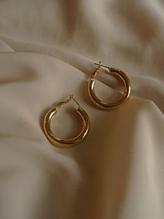Emerald Earrings with Round Diamonds in Gold / Emerald Green Earrings / Emerald Stud Earrings / May Birthstone - Fine Jewelry Ideas Ear Jewelry, Cute Jewelry, Gold Jewelry, Jewelry Accessories, Fashion Accessories, Women Jewelry, Fashion Jewelry, Bullet Jewelry, Trendy Jewelry