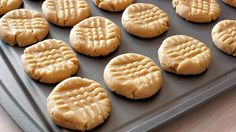 4 Ingredient Peanut Butter Cookie - no flour. This recipe is perfect for the holiday season. Quick, easy and delicious 4 ingredient peanut butter cookies. Homemade Peanut Butter Cookies, Cinnamon Sugar Cookies, Paleo Cookies, Easy Cookie Recipes, Real Food Recipes, Dessert Recipes, Pumpkin Recipes, Easy Recipes, Stevia Recipes