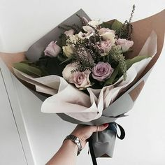 Park Jimin, un chico de 17 años que pierde al chico que era el amor d… #romance # Romance # amreading # books # wattpad How To Wrap Flowers, My Flower, Fresh Flowers, Beautiful Flowers, Flower Packaging, Hand Bouquet, Flower Aesthetic, Floral Bouquets, Flower Designs