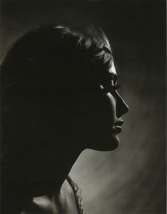 Sharon Tate, Philippe Halsman This is the most beautiful thing I have ever seen. Sharon Tate, Foto Face, Philippe Halsman, Roman Polanski, Light In, Monochrom, Magnum Photos, Light And Shadow, Belle Photo