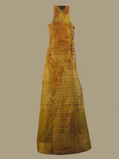 Saya de Leonor de Castilla 1244.  Silk fibers and yarns gimped gold. Source link Burgos Museum. Look under Museo de telas medievales
