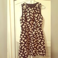 Ann Taylor floral dress size 4 Beautiful dress only worn once or twice ... Beautiful side zipper detail Ann Taylor Dresses